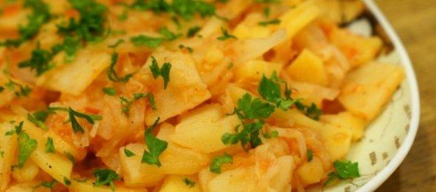Рецепт капусты тушеной с мясом и картошкой пошагово