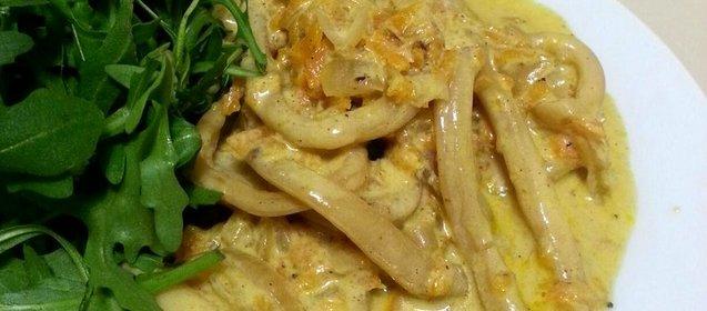 Кальмары в сметане тушеные рецепт пошагово